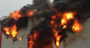 V Šuranoch horí výrobná hala