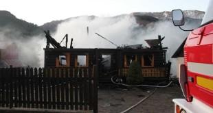 V Ždiari zhorela drevenica, 2 osoby sú zranené