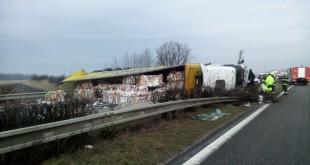 15 hasičov zasahovalo pri tragickej nehode na diaľnici D2