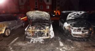 Dnes skoro ráno zasahovali žilinskí hasiči pri požiari dvoch vozidiel
