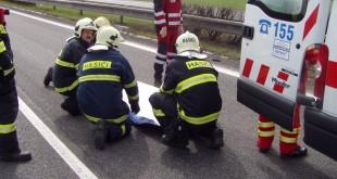 Na D1 sa stala hromadná dopravná nehoda, zasahujú hasiči