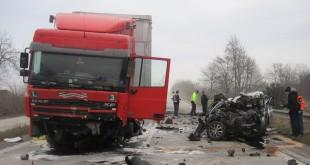 Pondelňajšiu nehodu osobného a nákladného vozidla pri Sládkovičove neprežila jedna osoba