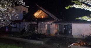 Požiar strechy rodinného domu v Červeníku pomáhali hasiť dobrovoľní hasiči