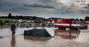 Hasiči v Čechách evakuovali 400 detí