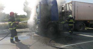 Hasiči vo štvrtok zasahovali pri požiari kamióna v Piešťanoch