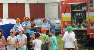 Hasiči v Pezinku privítali na stanici deti z miestnej základnej školy