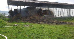 Hasiči zasahovali pri požiari senníka v Dobrej Nive