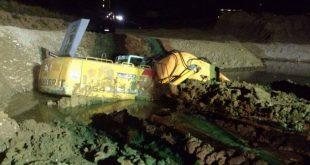 V obci Varín zasahoval vyprosťovací tank, na štrkovisku sa zaboril bager