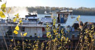 Bratislavskí hasiči zasahovali pri požiari remorkéra v nákladnom prístave