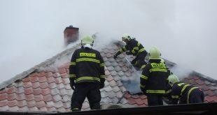 Požiar strechy rodinného domu na ulici Ivana Krasku v Leopoldove