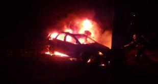 Hasiči v noci zasahovali pri požiari auta v Ohradoch