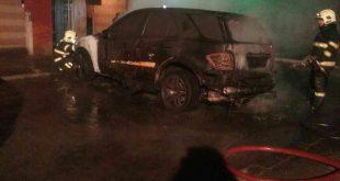 Požiar dvoch motorových vozidiel v Dunajskej Strede