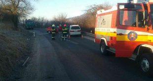 Čelnú zrážku dvoch vozidiel v Zbyňove neprežila jedna osoba