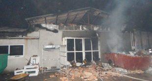 Profesionáli ale i dobrovoľníci zasahovali pri rozsiahlom požiari v Komárne