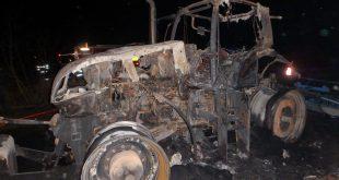 Pri požiari traktora pomáhali i dobrovoľníci