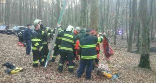 Hasiči zachránili paraglajdistu, ktorý uviazol na vysokom strome