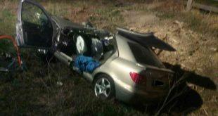 Osobné auto zostalo po dopravnej nehode v priekope