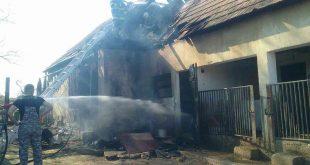 Hasiči zasahujú pri požiari prístavby rodinného domu