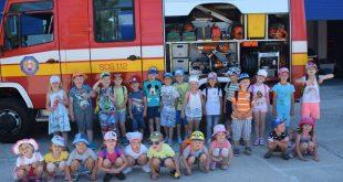 Exkurzia škôlkarov na hasičskej stanici v Prievidzi