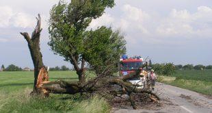 Búrky a silný vietor priniesli hasičom viac výjazdov