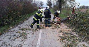 Za posledných 24 hodín v teréne pomáhalo viac ako 570 hasičov