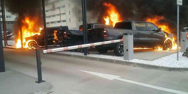 Ranný požiar áut v Bratislave spôsobil škodu 200 tisíc eur