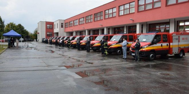 Dobrovoľní hasiči v Nitrianskom kraji si dnes prevzali nové vozidlá Iveco Daily