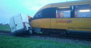 Dopravná nehoda dodávky a osobného vlaku v Zemianskej Olči
